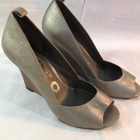 EUC DKNY WOMENS WEDGE SILVER PEWTER COLOR 5853048188